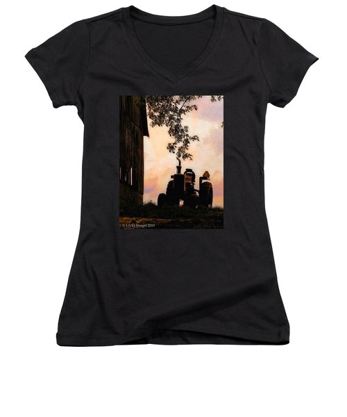 Farmers Sunset Women's V-Neck T-Shirt