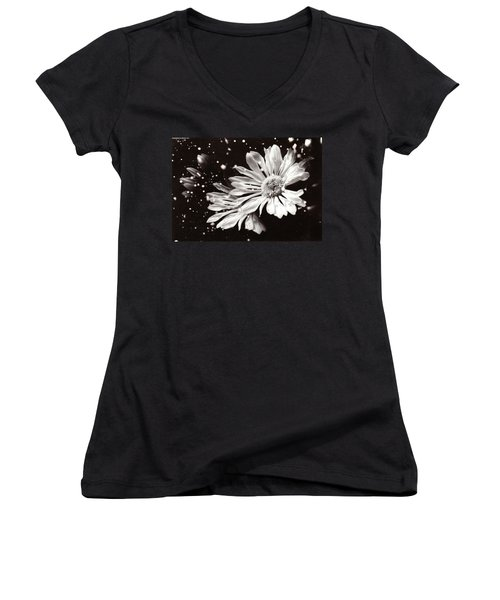 Fractured Daisy Women's V-Neck