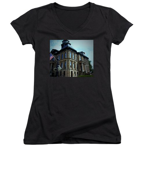 Holmes County Ohio Courthouse Women's V-Neck T-Shirt