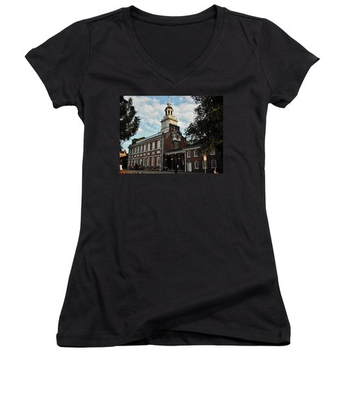 Women's V-Neck T-Shirt (Junior Cut) featuring the photograph Independence Hall by Ed Sweeney