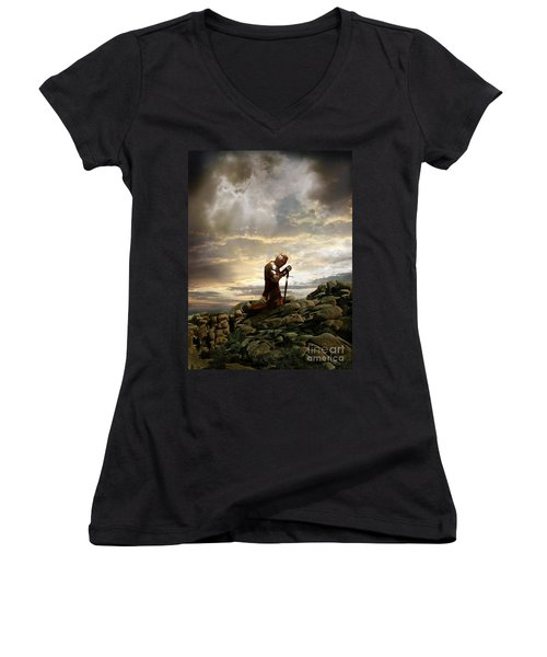 Kneeling Knight Women's V-Neck T-Shirt