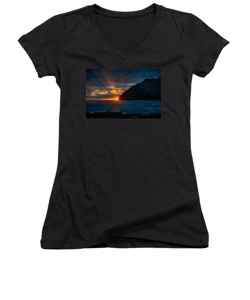 Makapuu Sunrise Women's V-Neck (Athletic Fit)