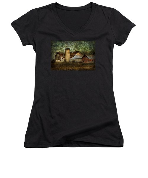 Mennonite Farm In Tennessee Usa Women's V-Neck T-Shirt (Junior Cut) by Kathy Clark