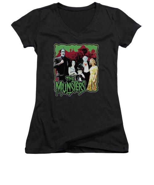 Munsters - Normal Family Women's V-Neck T-Shirt