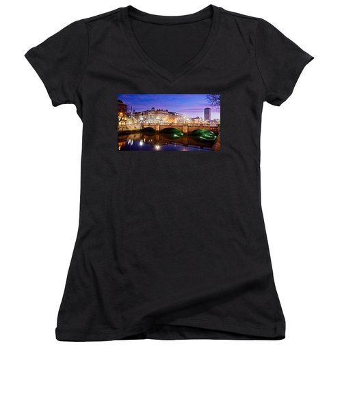 O Connell Bridge At Night - Dublin Women's V-Neck (Athletic Fit)