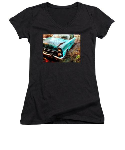 Old Car Women's V-Neck T-Shirt