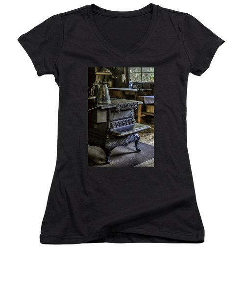 Old Farm Kitchen And Wood Burning Stove Women's V-Neck T-Shirt