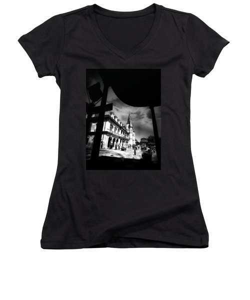 Round Corner Women's V-Neck T-Shirt