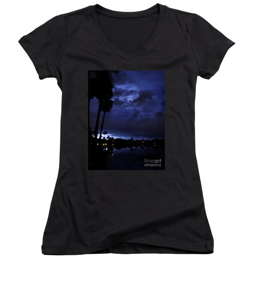 Silhouetting Palms Women's V-Neck (Athletic Fit)