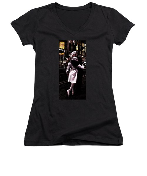 The Kiss In Times Square Women's V-Neck T-Shirt