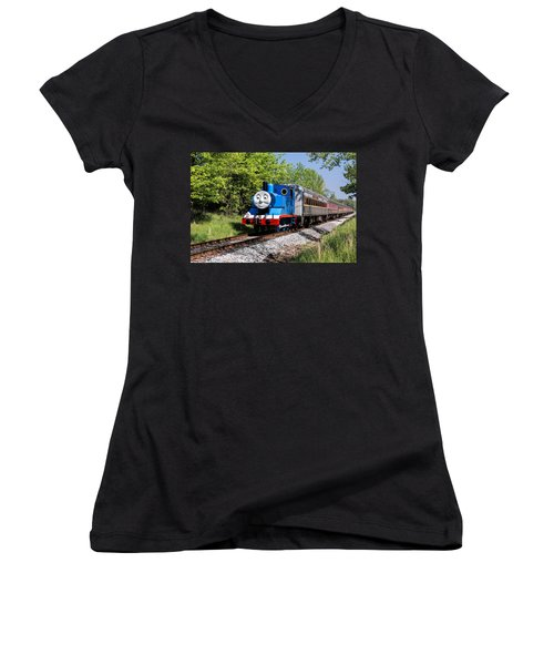 Women's V-Neck featuring the photograph Thomas Visits The Cvnp by Dale Kincaid