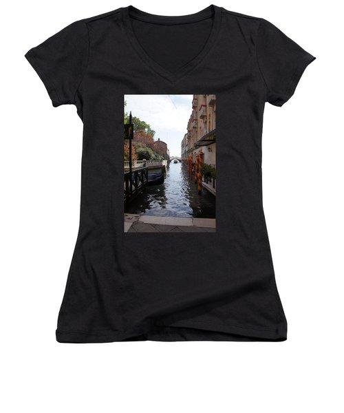 Venice Dock Women's V-Neck T-Shirt