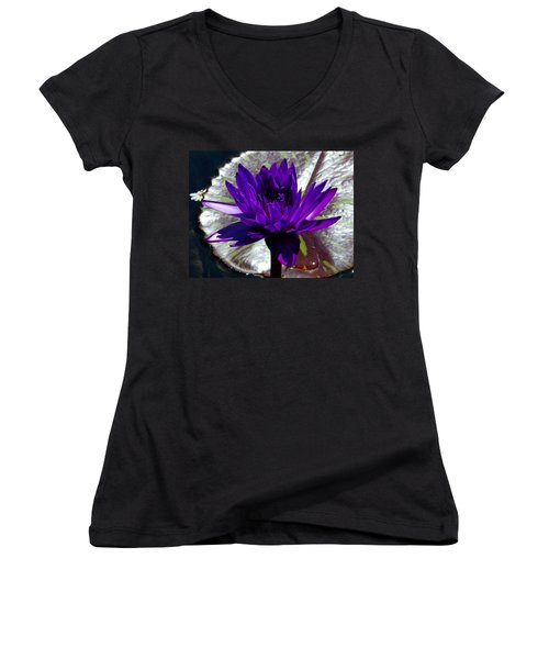 Water Lily 008 Women's V-Neck T-Shirt