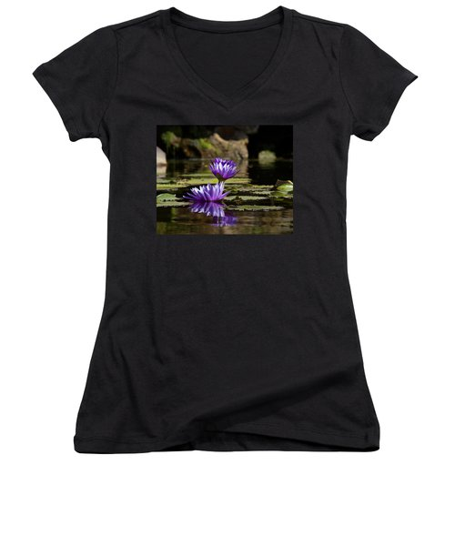 Water Lily  Women's V-Neck T-Shirt (Junior Cut)