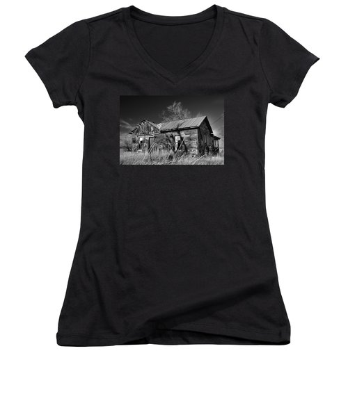 Women's V-Neck featuring the photograph Homestead by Ron Cline