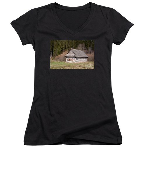 Women's V-Neck T-Shirt (Junior Cut) featuring the photograph Old Log House by Les Palenik