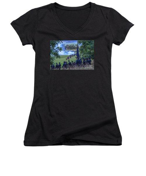 Gettysburg Union Artillery And Infantry 7457c Women's V-Neck
