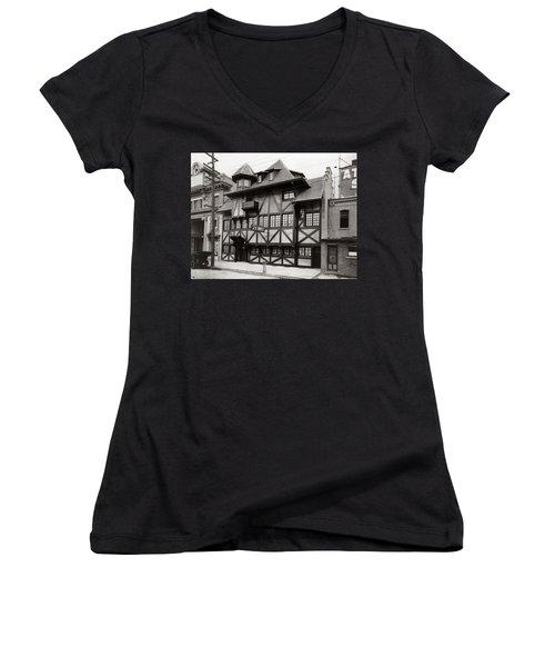 Scranton Pa Zenke's Alt Heidelberg Restaurant Early 1900s Women's V-Neck T-Shirt