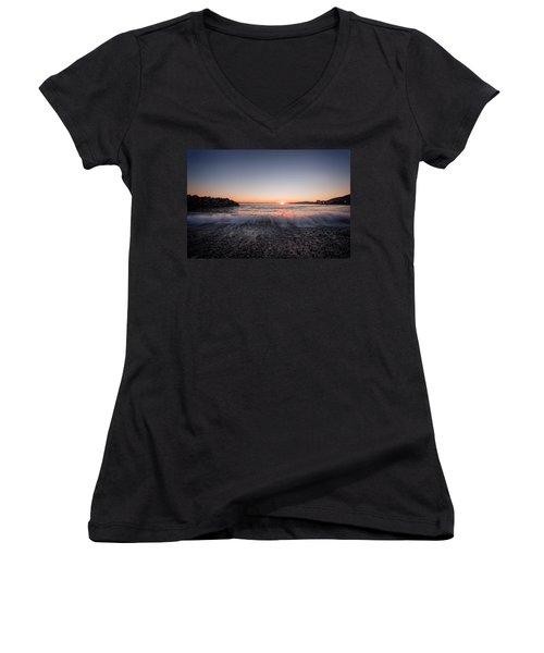 Kiss Of The Night Women's V-Neck T-Shirt