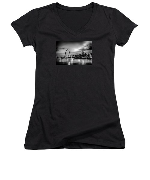 City Of St. Louis Skyline. Image Of St. Louis Downtown With Gate Women's V-Neck T-Shirt (Junior Cut) by Alex Grichenko
