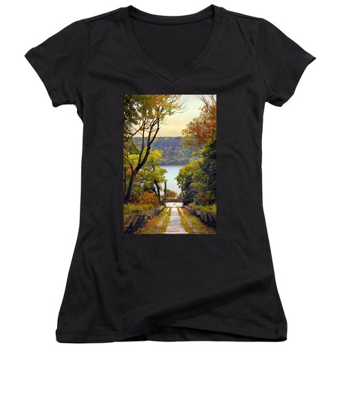 The Vista Steps Women's V-Neck