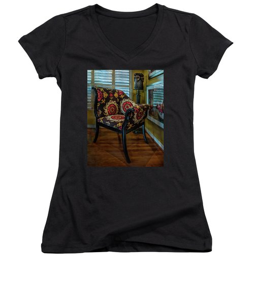African Accent Furniture Women's V-Neck