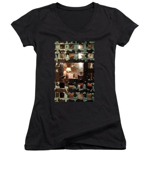 Al Capone Cell Women's V-Neck T-Shirt