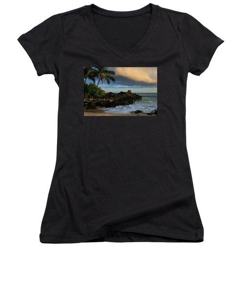 Aloha Naau Sunset Paako Beach Honuaula Makena Maui Hawaii Women's V-Neck T-Shirt