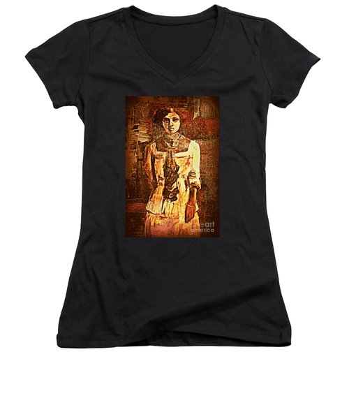 Auntie Women's V-Neck T-Shirt