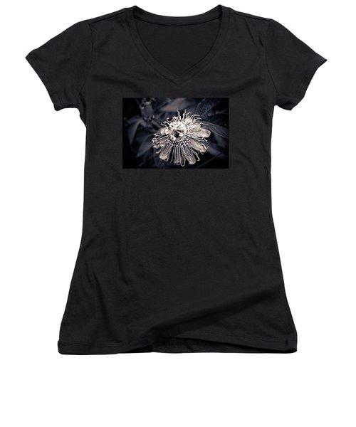 Clematis Flower Bloom Women's V-Neck