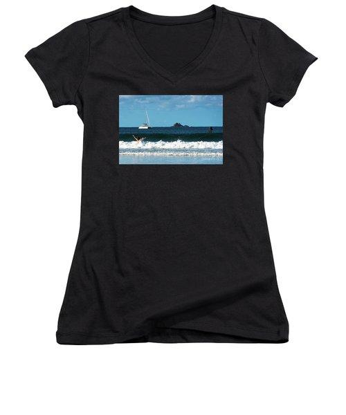 Belongil Beach Women's V-Neck T-Shirt