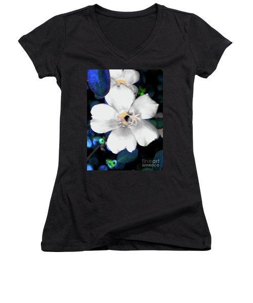 Bright Blue Accents White Vinca Women's V-Neck
