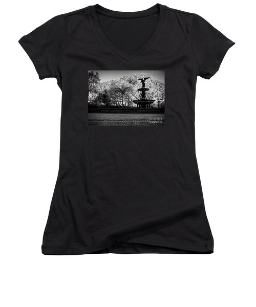 Central Park's Bethesda Fountain - Bw Women's V-Neck T-Shirt
