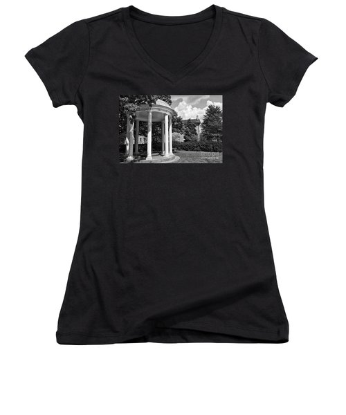 Chapel Hill Old Well In Black And White Women's V-Neck