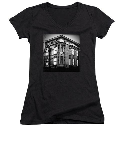 Chicago Historic Corner Women's V-Neck T-Shirt