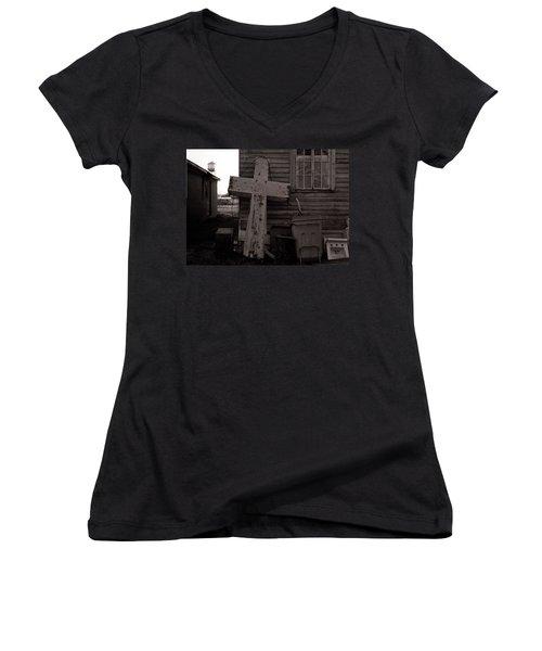 Cross Tallulah Louisiana Women's V-Neck T-Shirt