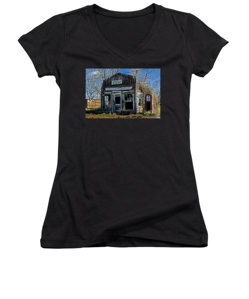 Women's V-Neck featuring the photograph Daniel Station by Scott Read