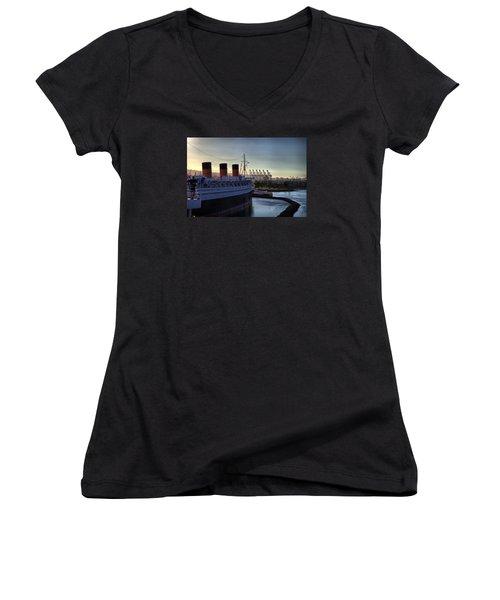 De Queen Women's V-Neck T-Shirt