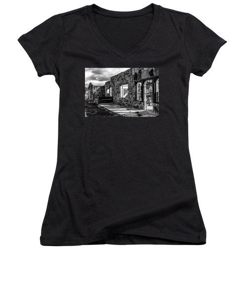 Desert Lodge Bw Women's V-Neck T-Shirt