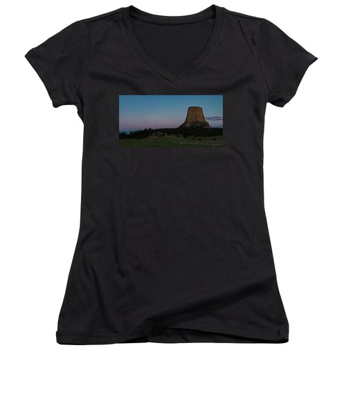 Women's V-Neck T-Shirt featuring the photograph Devil's Tower At Dusk by Gary Lengyel