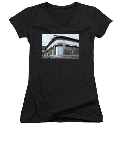 Diner Closed Women's V-Neck T-Shirt