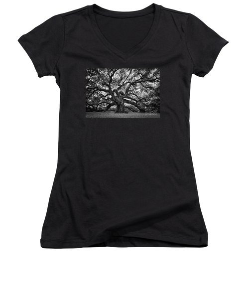 Dramatic Angel Oak In Black And White Women's V-Neck