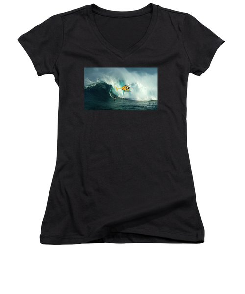 Extreme Surfing Hawaii 6 Women's V-Neck (Athletic Fit)