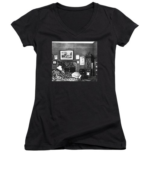 Freuds Consulting Room Women's V-Neck