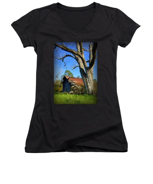 Georgia Barn Women's V-Neck T-Shirt