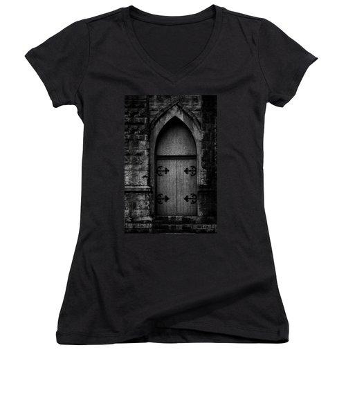 Gothic Door Memphis Church Bw Women's V-Neck