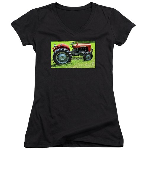 Imt 539 Tractor Women's V-Neck