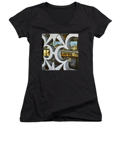 Kitsch Urban Details Women's V-Neck T-Shirt