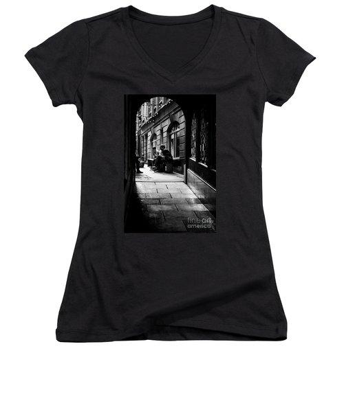 London Backstreet Alley Women's V-Neck