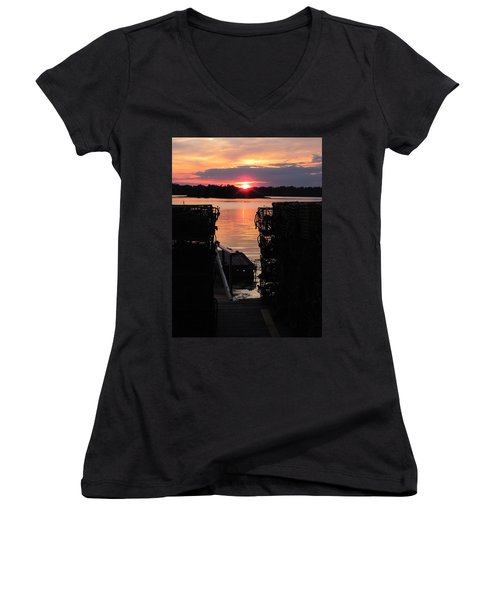 Maine Sunset And Traps Women's V-Neck T-Shirt (Junior Cut)